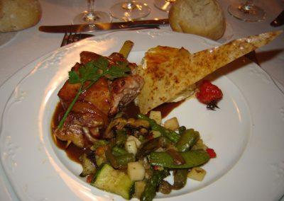 brochette de filet de caille et mignon de porc fricassee de legumes au pavillon gourmand