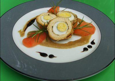 medaillons supreme de volaille en farce d oeuf et bacon au pavillon gourmand
