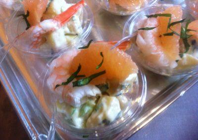plateau cocktail  minis saladiers crevettes pomelos celeri 1