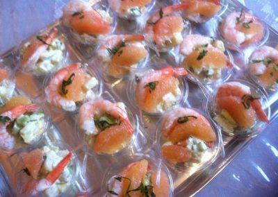 plateau cocktail  minis saladiers  crevettes pomelos celeri 2