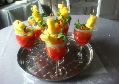 verres de fruits de saison brochette ananas